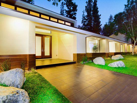 4822 Queen Victoria Rd, Woodland Hills, CA 91364