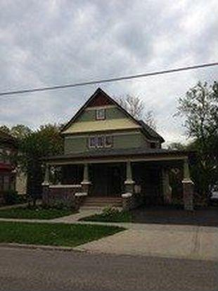 319 Dean St, Woodstock, IL 60098
