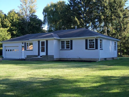 635 Beverly Dr, Webster, NY 14580