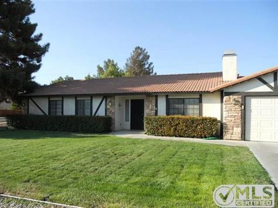 19958 Red Feather Rd, Apple Valley, CA 92307