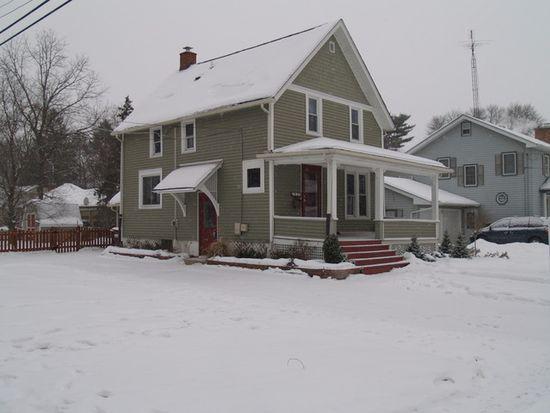 829 S Jefferson St, Woodstock, IL 60098