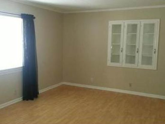 8745 Sleepy Hollow Rd, Kansas City, MO 64114
