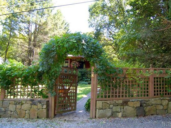 96 College Hill Rd, Montrose, NY 10548