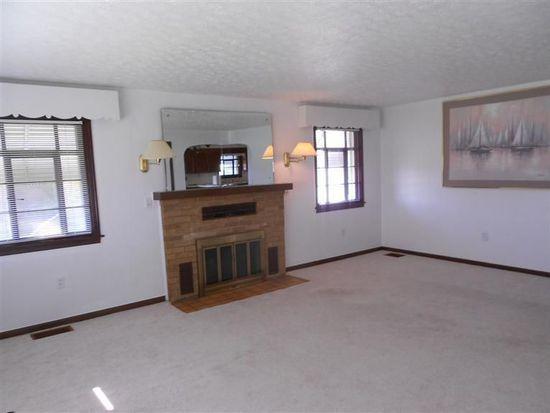 1344 Moorefield Rd, Springfield, OH 45503
