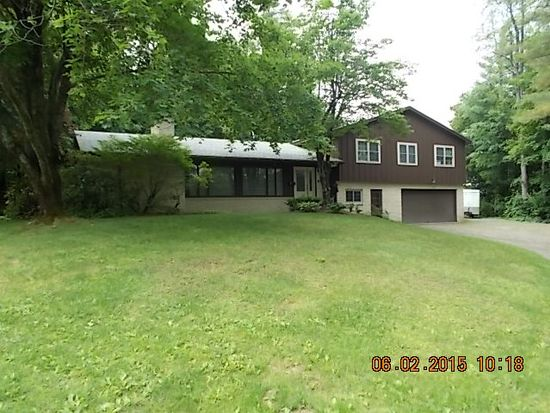 19 Whitcomb Ln, Claremont, NH 03743