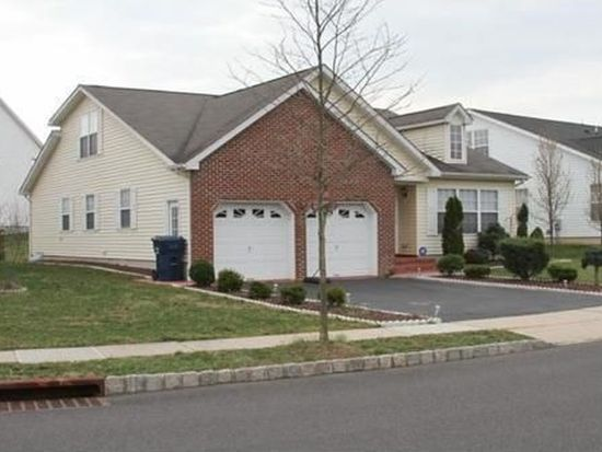 9 Canal View Dr, Lawrence, NJ 08648