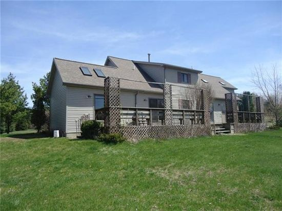 776 Glastonbury Cir, Traverse City, MI 49696