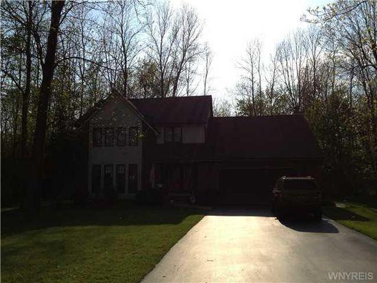 5712 Birchwood Dr, Lake View, NY 14085