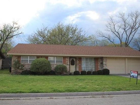 1109 Rosedale Dr, Gainesville, TX 76240
