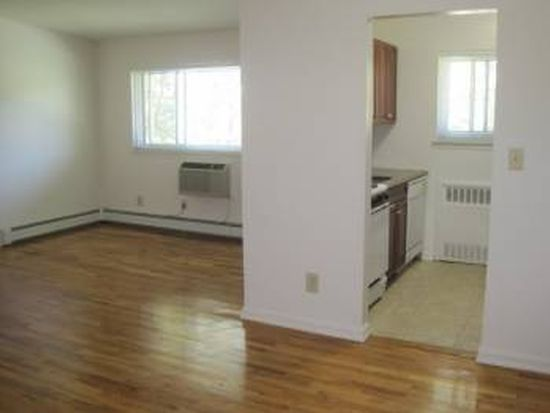 20 Wildwood Gdns APT H2, Port Washington, NY 11050