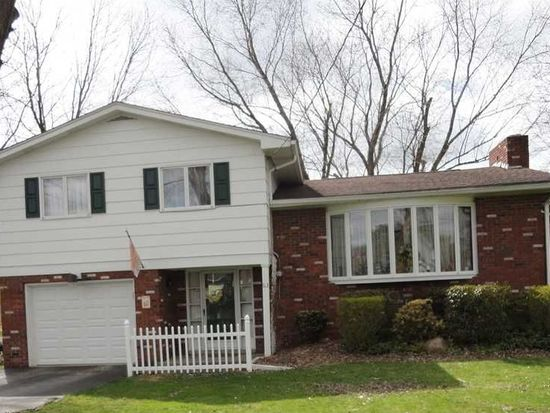 63 Lake Dr, Grove City, PA 16127