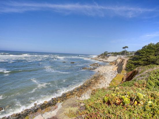 97 Beach St, Moss Beach, CA 94038