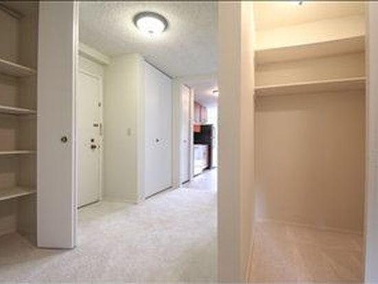 4545 Sand Point Way NE APT 402, Seattle, WA 98105
