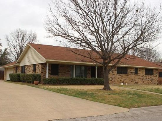 2003 Redbud Rd, Gainesville, TX 76240