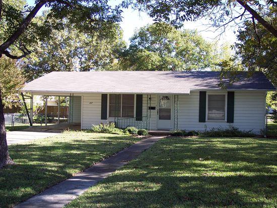 307 N Avenue R, Clifton, TX 76634