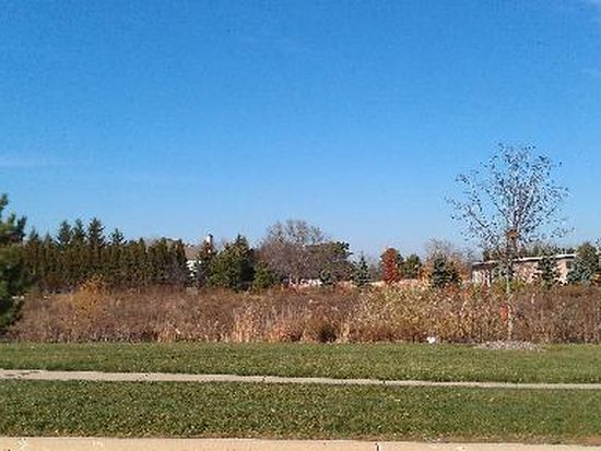 15 Springbrook Ln, Algonquin, IL 60102