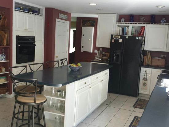 3 Coleman Pl, Londonderry, NH 03053