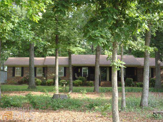 112 Walnut Dr, Hartwell, GA 30643