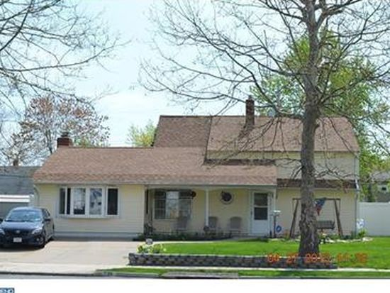 236 Indian Creek Dr, Levittown, PA 19057