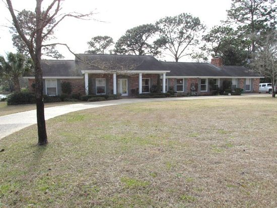 107 Fairway Dr, Moultrie, GA 31768