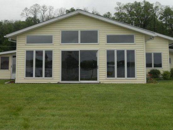 11463 N Shore Dr, Conneaut Lake, PA 16316