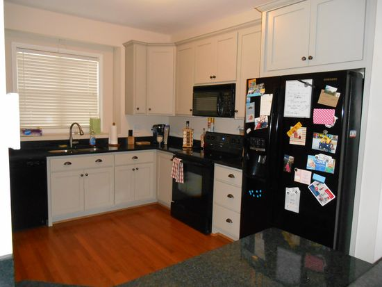 825 Genford Ct, Raleigh, NC 27609