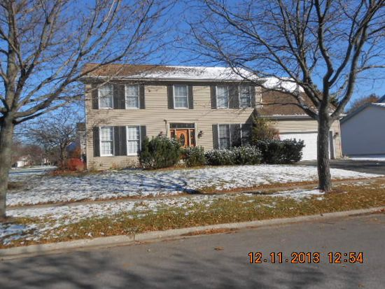 1329 Ardmore Dr, Cary, IL 60013