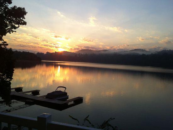 18 Lake Village Ct, Johnson City, TN 37601