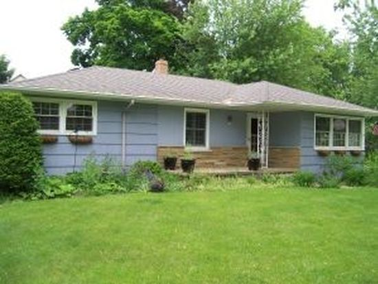 305 S Cogswell Dr, Silver Lake, WI 53170