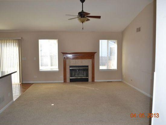 422 Honeysuckle Ln, Yorkville, IL 60560