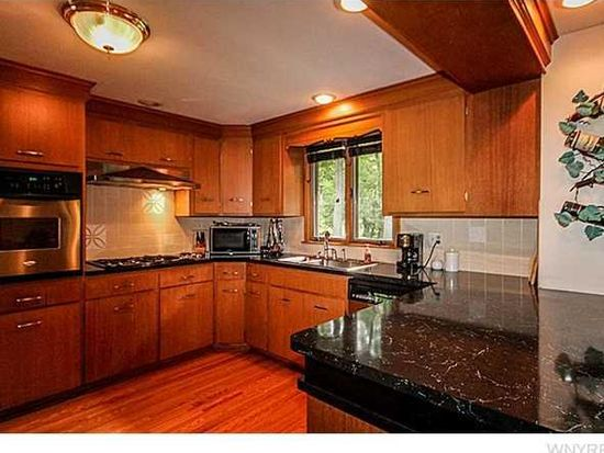 5111 Brookhaven Dr, Clarence, NY 14031