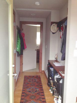 672 NE 40th St, Seattle, WA 98105