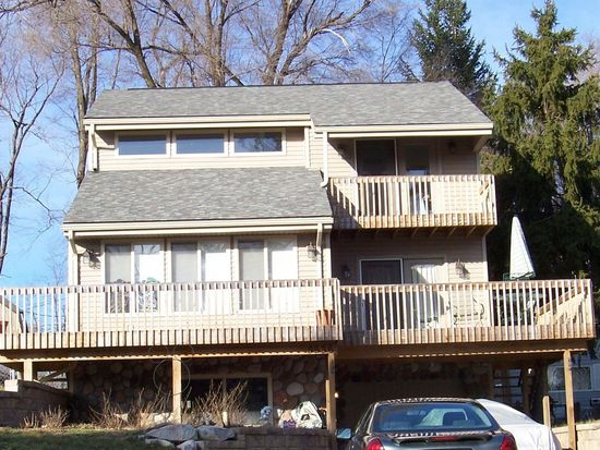 5536 Oster Dr, Waterford, MI 48327