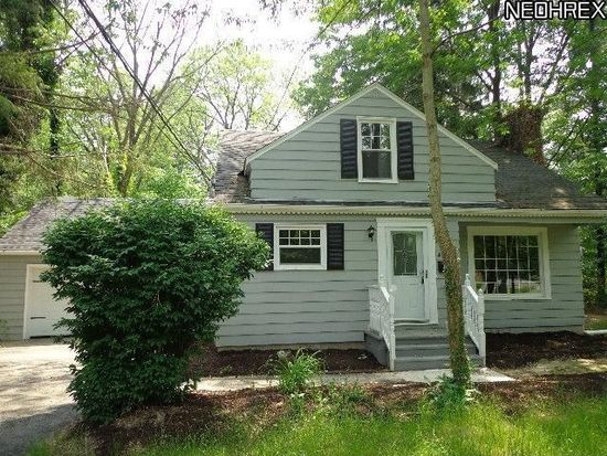 4113 Giles Rd, Moreland Hills, OH 44022