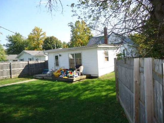 220 2nd St, Tipton, IN 46072