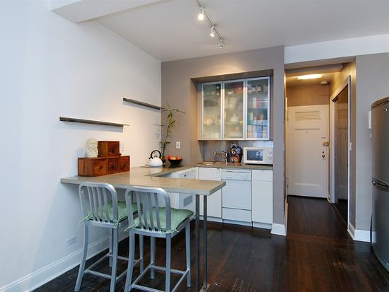 320 E 42nd St APT 704, New York, NY 10017