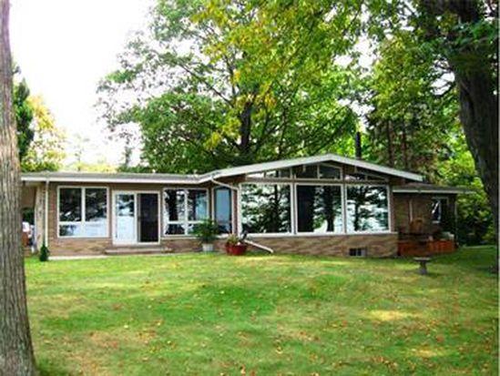 7350 N Shore Dr, Erie, PA 16511