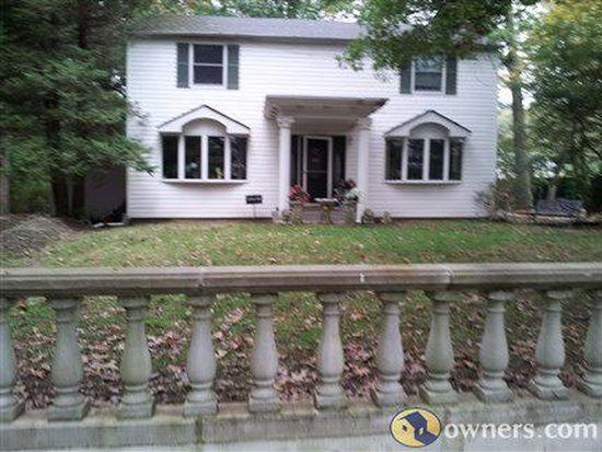 29 Foxhurst Rd, Dix Hills, NY 11746