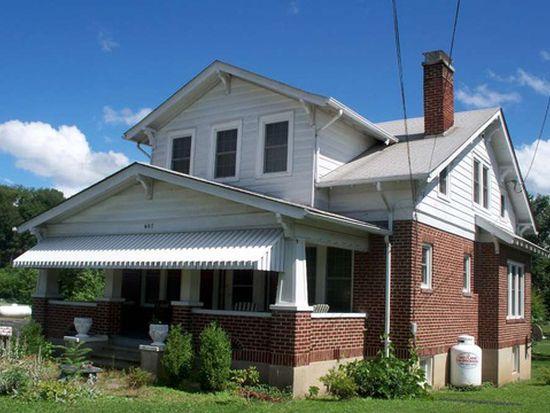 607 Snidow St, Pembroke, VA 24136