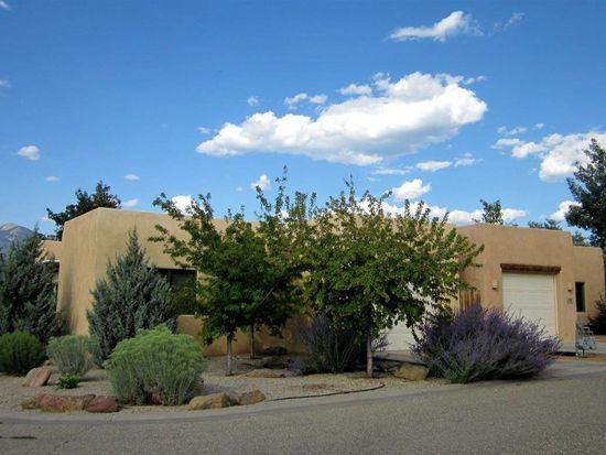 107 Vista Ln, Taos, NM 87571