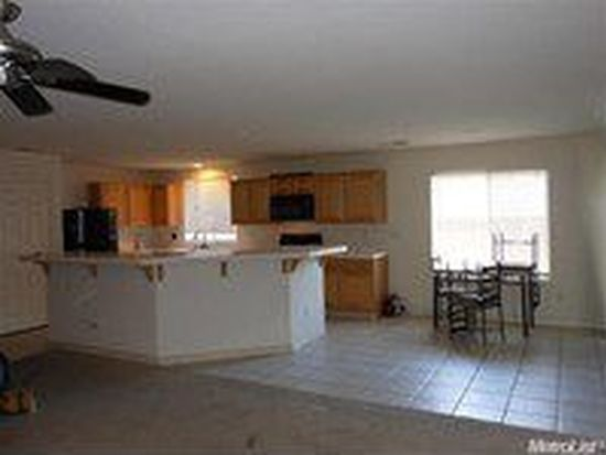 1105 Shearwater Dr, Patterson, CA 95363