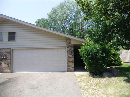 2240 Country Ln, Hopkins, MN 55305