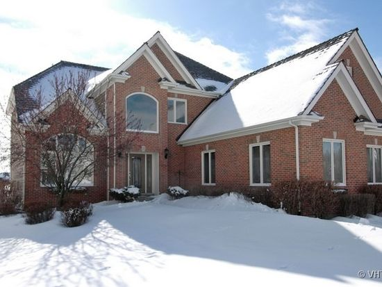 832 Waters Edge Dr, South Elgin, IL 60177