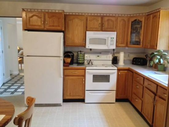 37 Lakewood Ct, Colchester, VT 05446