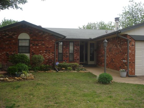 1008 SW 2nd St, Moore, OK 73160