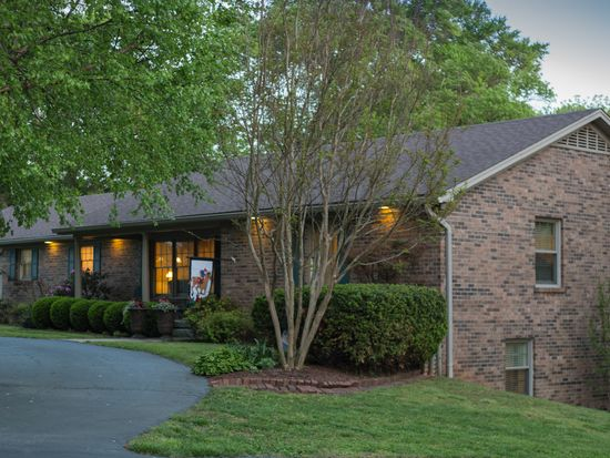 671 Old Scottsville Rd, Bowling Green, KY 42103