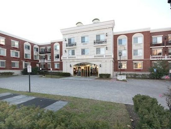720 Middle Neck Rd APT 2P, Great Neck, NY 11024