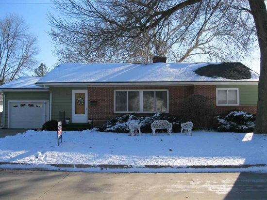 707 2nd St SW, Independence, IA 50644