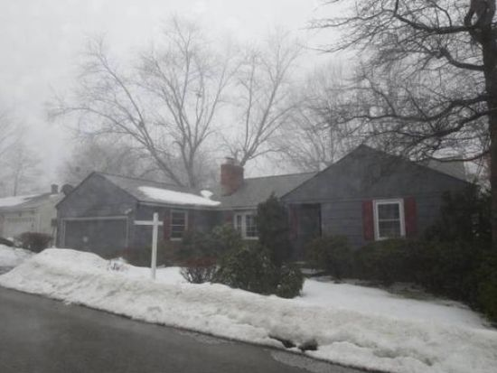 86 Skyview Rd, Manchester, NH 03104