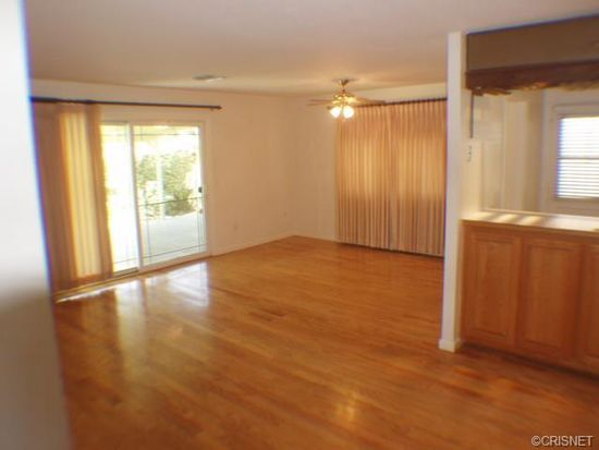 23450 Gilmore St, West Hills, CA 91307